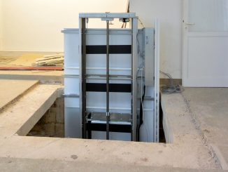 Montagezeit Serie 910: Aufzugsfahrbahn im 1. OG