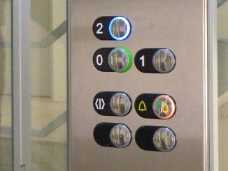 Aufzug mit Fahrkorb: Bedientableau