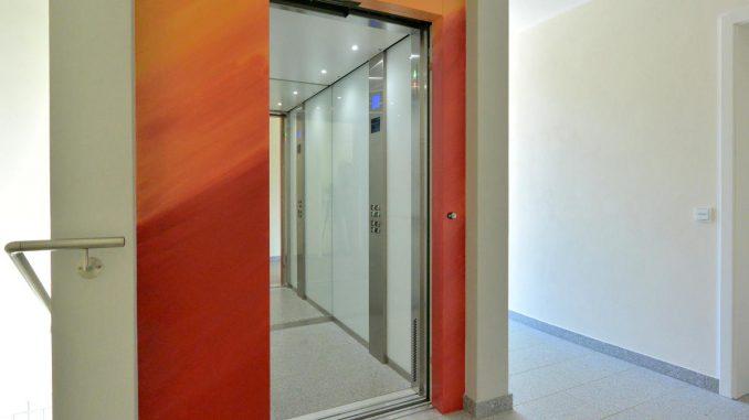 Aufzüge für Rollstuhlfahrer und Begleitperson | Serie 950 | Kabine für 8 Personen / 630 kg